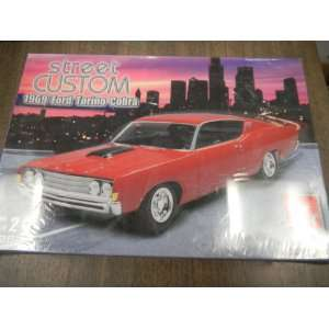 Street Custom 1969 Ford Torino Cobra 125 Scale Model Kit