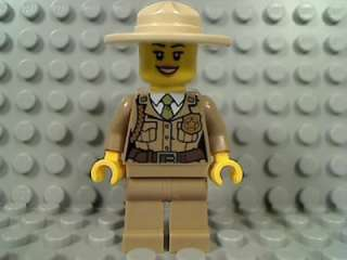 LEGO Forest POLICE WOMAN Girl Female Lipstick Hat Badge 4440 City
