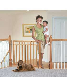 Summer Infant Stylish&Secure® Deluxe Top of Stairs Gate with Dual
